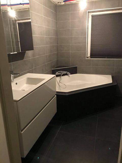 Moderne badkamer opgeleverd